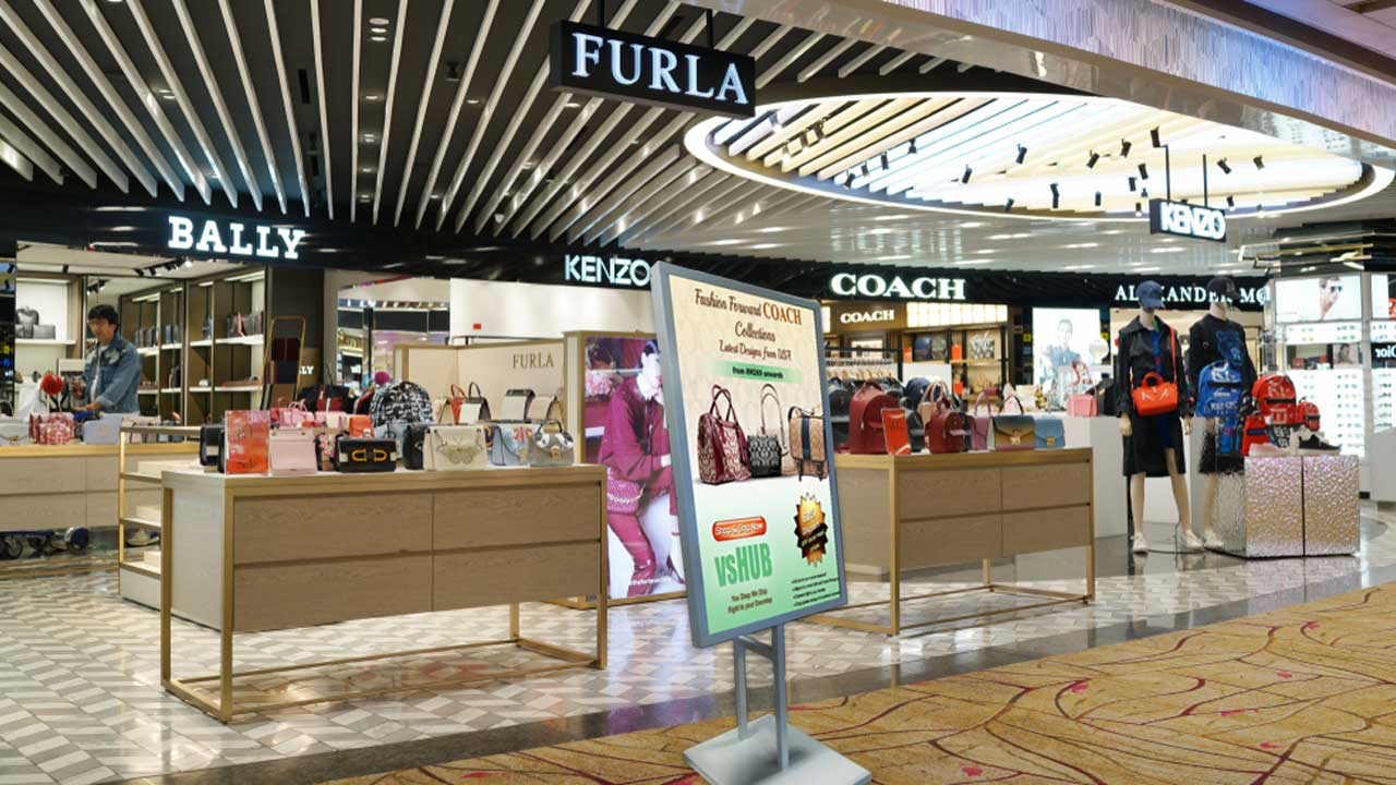 In-Store-Digital-Signage-Improve-Retails-Experience-and-Brand